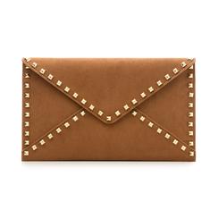 Pochette borchiata marrone in microfibra,
