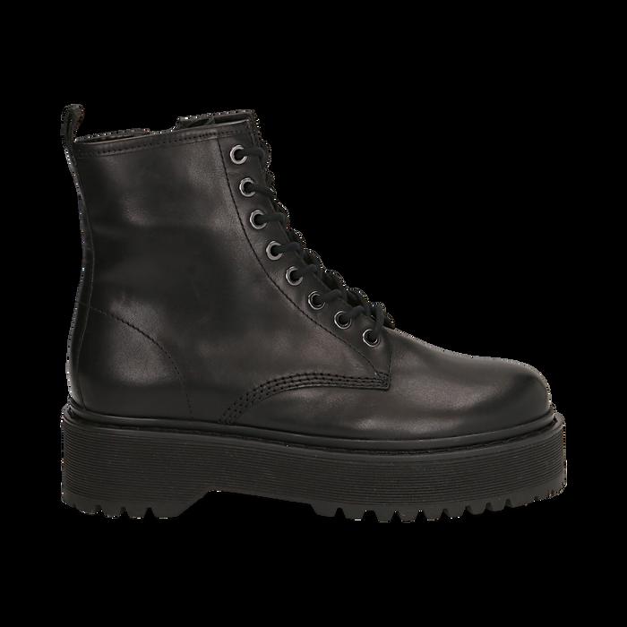 Anfibi platform neri in pelle, suola 4,5 cm , Stivaletti, 147728502PENERO038