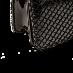 Pochette nera a rete in ecopelle vernice, Borse, 123308810VENEROUNI, 004 preview
