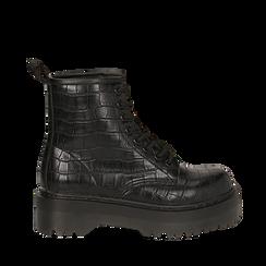 Anfibi neri in eco-pelle, effetto coccodrillo, suola 4,50 cm , Stivaletti, 142800001CCNERO035, 001a