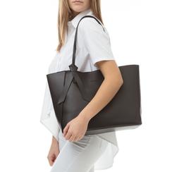 Shopping bag nera in eco-pelle con fiocco decor,