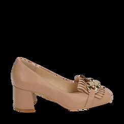 Mocassins beige en simili-cuir avec des franges et une maxi-chaîne, talon de 6 cm, Chaussures, 152186582EPNUDE035, 001a