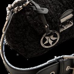 Borsa a tracolla nera in eco shearling con maxi tracolla, Primadonna, 125700306EPNEROUNI, 004 preview