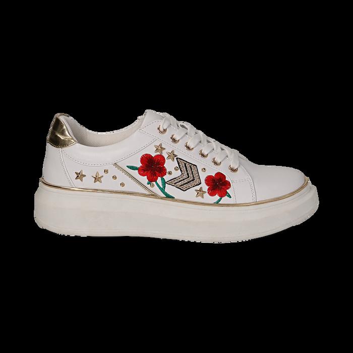 Sneakers bianche in eco-pelle con ricami, borchie e stelle gold, suola 4 cm , Scarpe, 142008359EPBIAN036