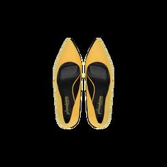 Décolleté scamosciate gialle con punta affusolata, tacco medio 7,5 cm, Scarpe, 122111552MFGIAL, 004 preview