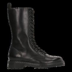 Anfibi neri in vera pelle, con gambale alto e stringhe, tacco basso, Scarpe, 127710810PENERO, 001 preview