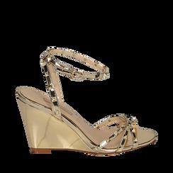 Sandalias efecto espejo color dorado, cuña 9 cm , Zapatos, 152154429SPOROG038, 001a
