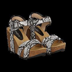 Sandali platform bianco/neri in eco-pelle, effetto snake skin, zeppa in sughero 6 cm ,