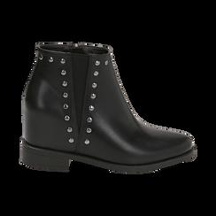Ankle boots borchiati neri in eco-pelle con zeppa interna, Stivaletti, 149721213EPNERO035, 001 preview