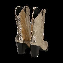 Botas camperas de ecopiel estampado de serpiente en color dorado, tacón 8 cm, Zapatos, 151198105EVOROG035, 003 preview