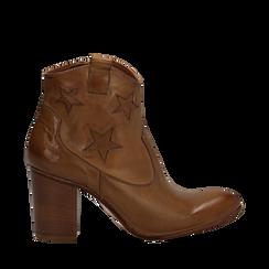 Ankle boots in pelle colore cuoio, con stelle ricamate, tacco 7,5 cm, Scarpe, 137725907PECUOI038, 001a