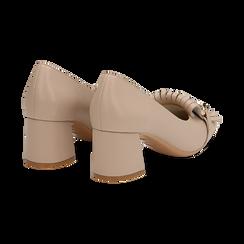 Mocassini beige in eco-pelle con frange e maxi-catena, tacco 6 cm, Scarpe, 132186582EPBEIG035, 004 preview