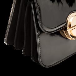 Borsa a tracolla nera in ecopelle vernice, Primadonna, 122408030VENEROUNI, 004 preview