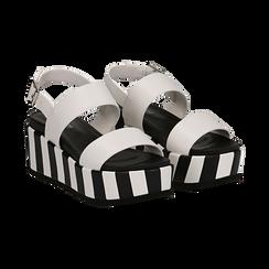 Sandali platform bianchi in eco-pelle, zeppa optical 7 cm ,