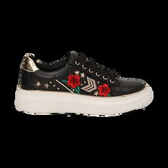 Sneakers nere in eco-pelle con ricami, borchie e stelle gold, suola 4 cm , Scarpe, 142008359EPNERO036, 001 preview