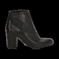 Ankle boots in vera pelle neri con tacco in legno 8 cm, Scarpe, 137725901PENERO036, 001a