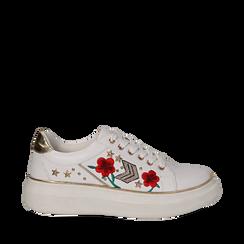Sneakers bianche in eco-pelle con ricami, borchie e stelle gold, suola 4 cm , Scarpe, 142008359EPBIAN036, 001a
