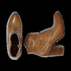 Ankle boots in pelle colore cuoio, con stelle ricamate, tacco 7,5 cm, Scarpe, 137725907PECUOI035, 003 preview