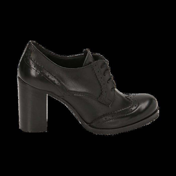 premium selection bd64a b696a Stringate nere in pelle con lavorazione Duilio, tacco 8 cm