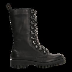 Anfibi neri in vera pelle, con catene e gambale alto, tacco basso, Scarpe, 127723701VINERO, 001 preview