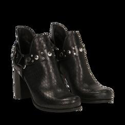 Tronchetti in vera pelle neri con tomaia traforata e fibbia sulla caviglia, 117004010PENERO035, 002a