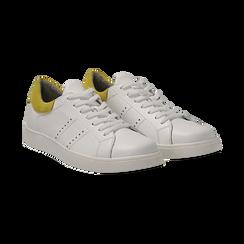 Sneakers bianche in vera pelle e dettaglio giallo in camoscio, Scarpe, 131611783PEBIGI036, 002 preview