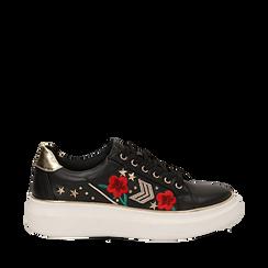 Sneakers nere in eco-pelle con ricami, borchie e stelle gold, suola 4 cm , Scarpe, 142008359EPNERO036, 001a