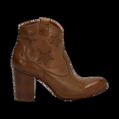 Ankle boots in pelle colore cuoio, con stelle ricamate, tacco 7,5 cm, Scarpe, 137725907PECUOI035, 001 preview