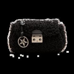 Borsa a tracolla nera in eco shearling con maxi tracolla, Primadonna, 125700306EPNEROUNI, 001 preview