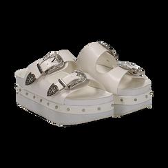 Zeppe platform bianche in eco-pelle con fibbie e borchie, zeppa 6 cm,