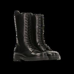 Anfibi neri in vera pelle, con gambale alto e stringhe, tacco basso, Scarpe, 127710810PENERO, 002 preview