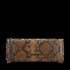 Pochette piatta marrone in eco-pelle snake print, Primadonna, 145122510PTMARRUNI, 001a