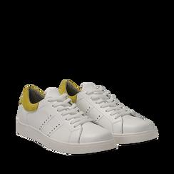 Sneakers bianche in vera pelle e dettaglio giallo in camoscio, Scarpe, 131611783PEBIGI035, 002a