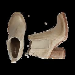 Chelsea boots traforati beige in vitello, tacco 8,50 cm , Scarpe, 138900880VIBEIG036, 003 preview