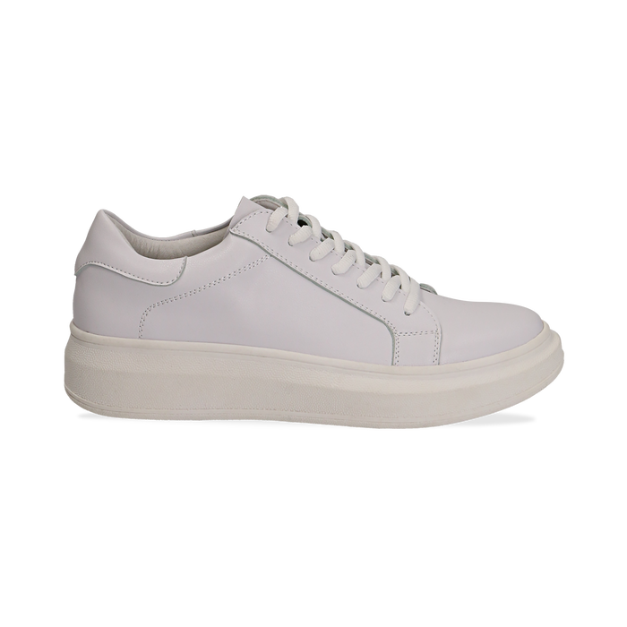 Sneakers bianche in eco pelle con suola flat