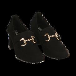 Mocasines en microfibra color negro con maxi-cadena, tacón 6 cm, Primadonna, 164981001MFNERO036, 002 preview