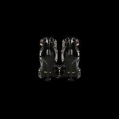 Décolleté nere in vernice con cinturino, tacco 4 cm, Scarpe, 124820730VENERO, 003 preview