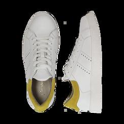 Sneakers bianche in vera pelle e dettaglio giallo in camoscio, Scarpe, 131611783PEBIGI036, 003 preview