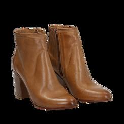Ankle boots in vera pelle cuoio con tacco in legno 8 cm, Scarpe, 137725901PECUOI036, 002a