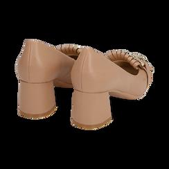 Mocasines en ecopiel con flecos y maxi-cadena color beige, tacón 6 cm, Zapatos, 152186582EPNUDE036, 004 preview