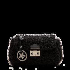 Borsa a tracolla nera in eco shearling con maxi tracolla, Primadonna, 125700306EPNEROUNI, 001a