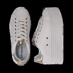 Sneakers bianche in eco-pelle dettaglio oro e suola platform, Scarpe, 132602020EPBIOR036, 003 preview