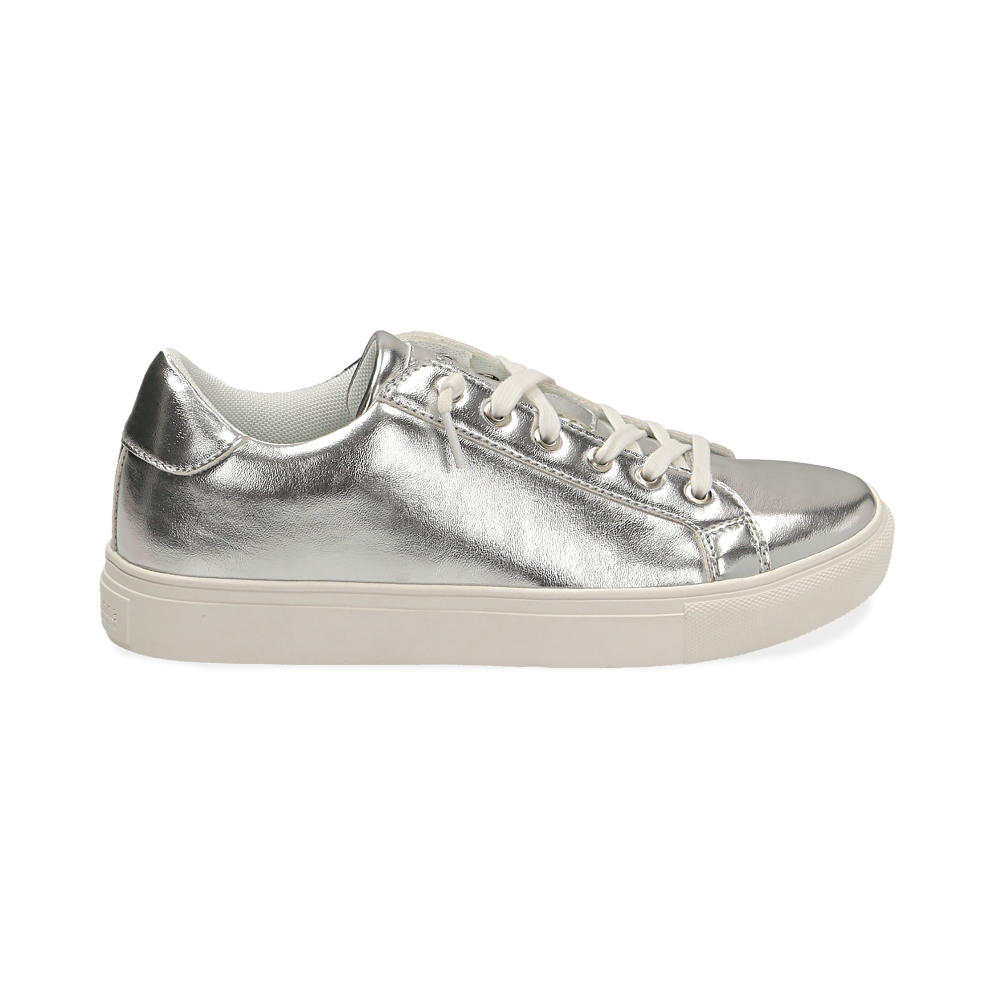 Sneakers laminado color plateado